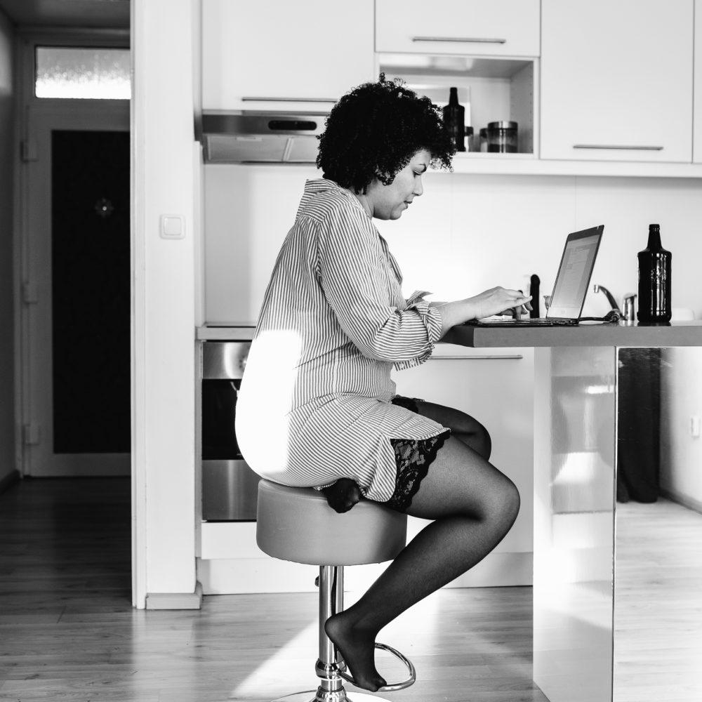 Frau Halterlose Büro